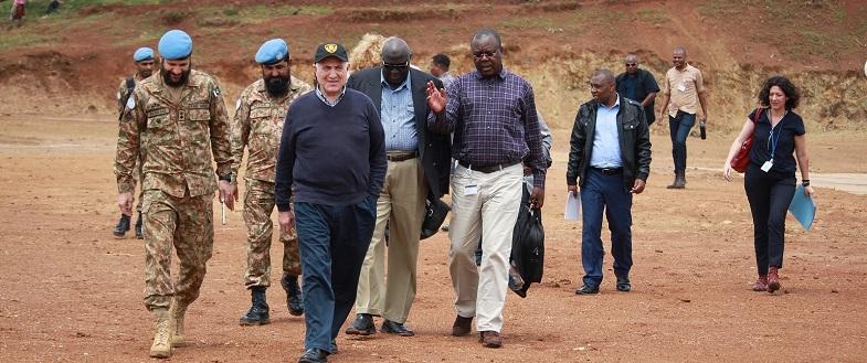 UN Special Envoy Said Djinnit visits Walungu transit camp in eastern DRC, 10 September 2017.