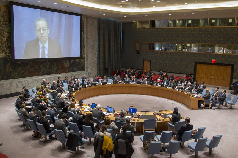 A wide view of the Security Council meeting on the situation in Yemen, with Jamal Benomar (shown on screen), Special Adviser to the Secretary-General on Yemen, participating via video conference.