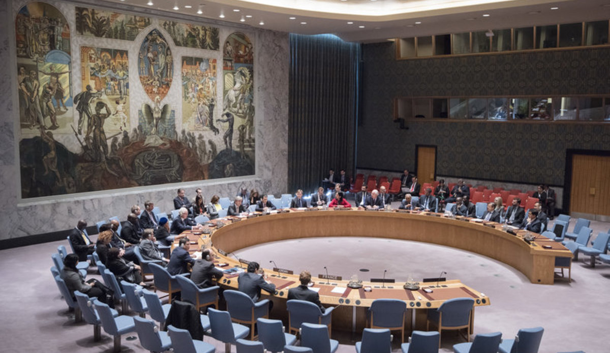 Wide view of a Security Council meeting.